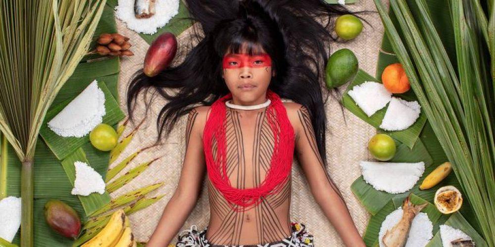 Fotógrafo registra o que crianças comem por 7 dias para discutir nutrição