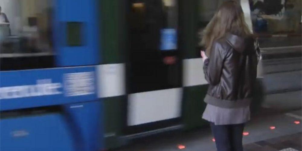 Cidade alemã instala semáforos no chão para proteger viciados em celular